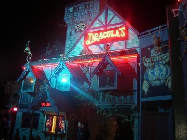 draculas-cabaret-restaurant-Gold Coast